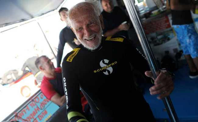 At 95, War Veteran Breaks Own Record, Scuba-Dives For 44 Minutes