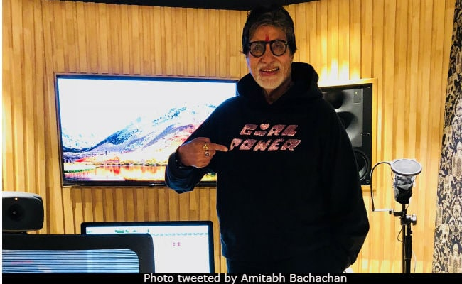 Amitabh Bachchan Is Thrilled With Hoodie From Daughter Shweta's New Label