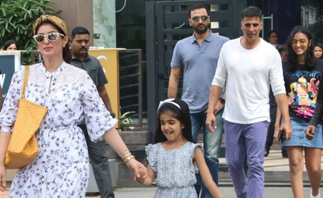 496c3157efe In Pics  Akshay Kumar s Lunch Date With Twinkle Khanna And Nitara