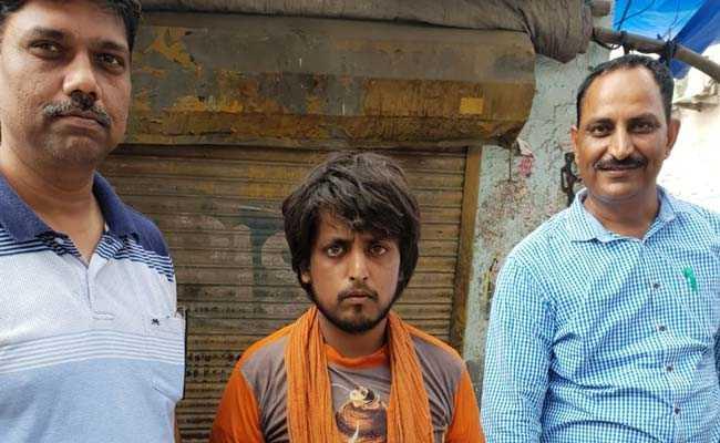 दिल्ली में कार को चकनाचूर करने वाला एक कांवड़िया गिरफ्तार, चोरी के मामले में भी आरोपी