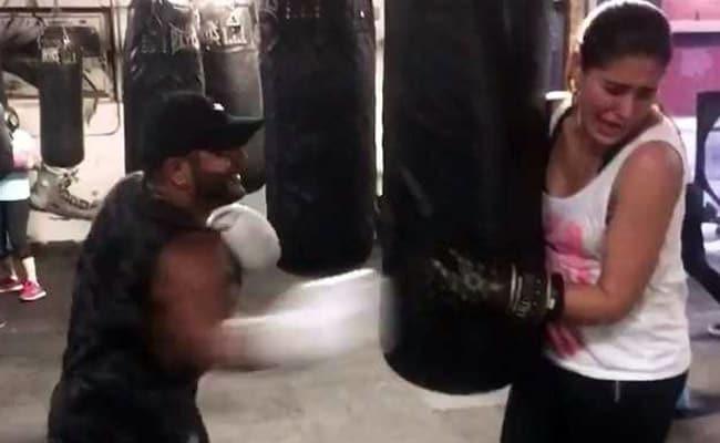Viral Video: दर्द से कराह रही थी ये बॉलीवुड एक्ट्रेस, बॉयफ्रेंड जमाए जा रहा था मुक्के और फिर...