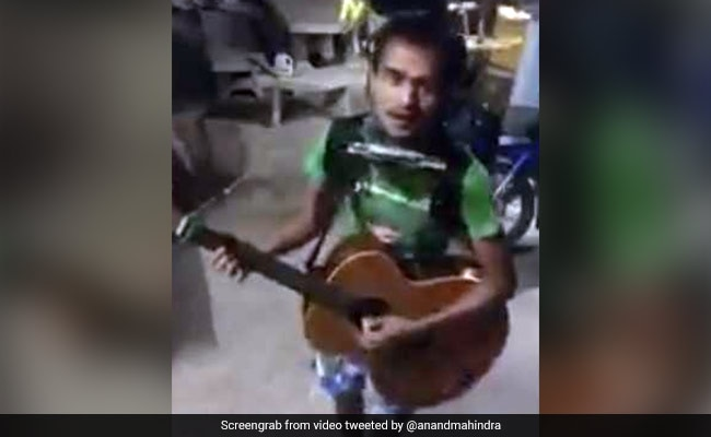 From Anand Mahindra's #WhatsAppWonderBox - Meet The One-Man Band
