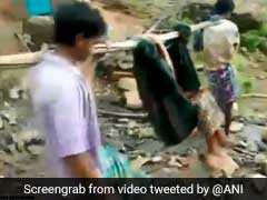 VIDEO: जब गर्भवती महिला को कंधे पर लाद 4 किलोमीटर ले जाना पड़ा, रास्ते में दिया बच्चे को जन्म