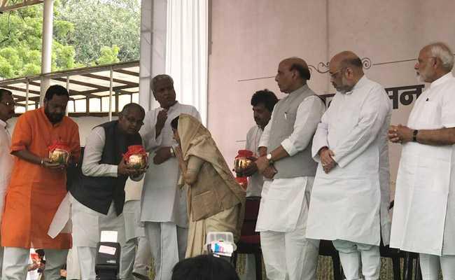राजद ने भाजपा नेताओं से पूछा-अटलजी की याद में मुंडन कब कराएंगे ?
