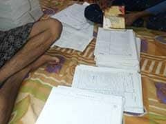 मध्य प्रदेश : बरकतउल्ला विश्वविद्यालय का ये है हाल, छात्र ही जांचते मिले परीक्षा की कॉपियां