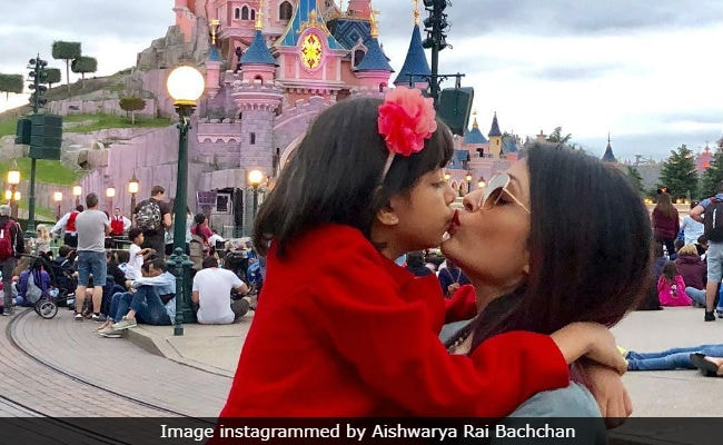 Aishwarya And Aaradhya Are The 2 True Fairies Of Disneyland In Paris