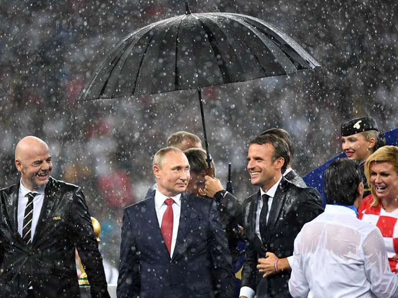 FIFA World Cup 2018 Final, France vs Croatia: Vladimir Putin Gets Trolled For Bringing Umbrella During Award Ceremony