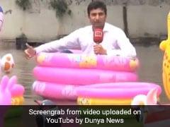 बारिश में पाकिस्तानी रिपोर्टर ने बाथटब में बैठकर की रिपोर्टिंग, देखकर रोक नहीं पाएंगे हंसी
