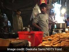 This 24x7 Pakora Stall Outside Bangla Sahib Gurudwara Is Perfect For Late Night Cravings