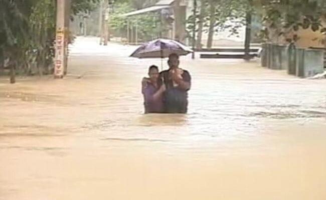 Kerala Floods: बाढ़ से तबाह केरल की मदद को बढ़े हाथ, बाढ़ के कहर से निपटने के लिए कई राज्यों ने मदद का ऐलान किया