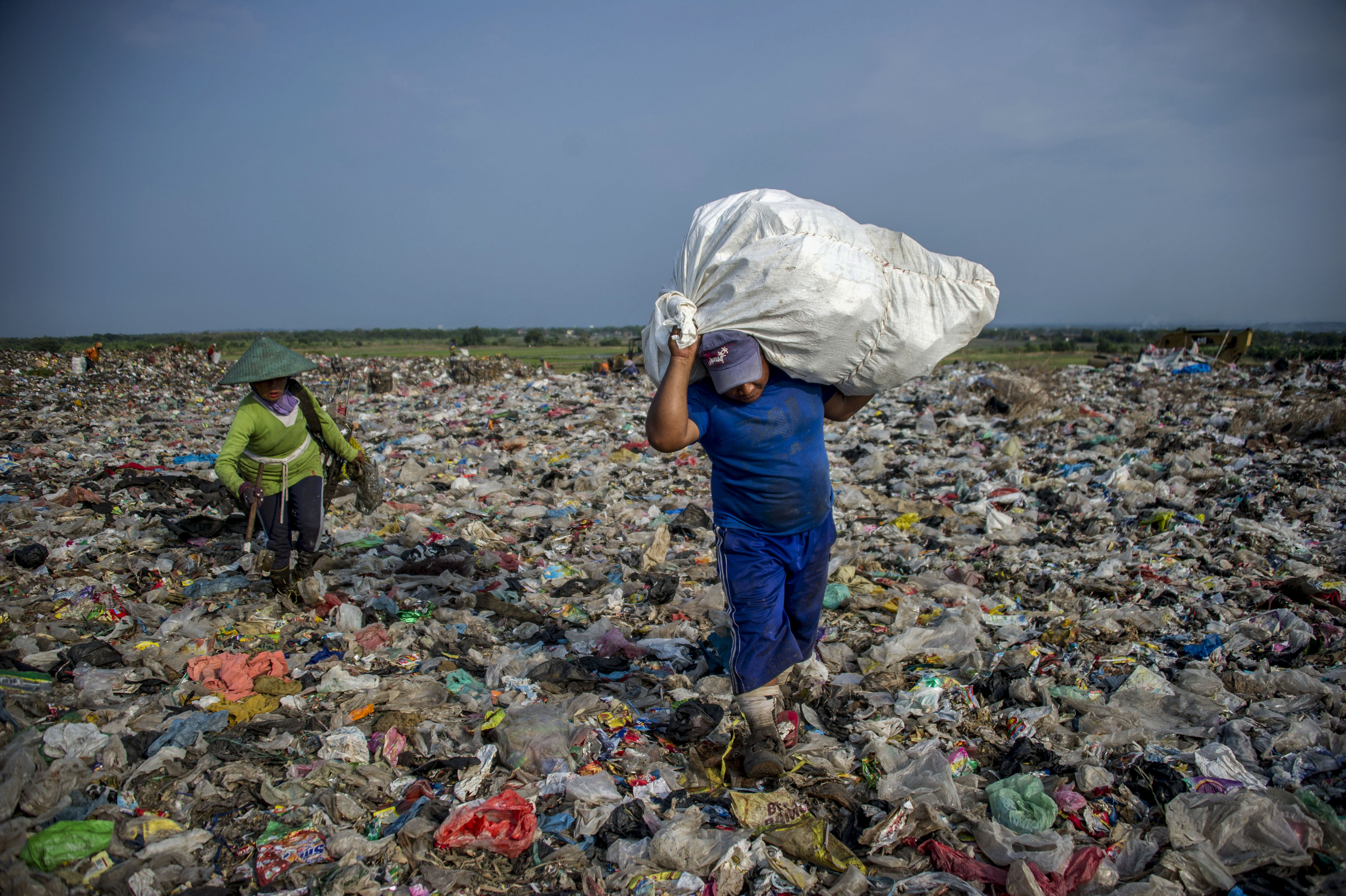 """Nations Agree To """"Significantly"""" Cut Single-Use Plastics Over Next Decade"""
