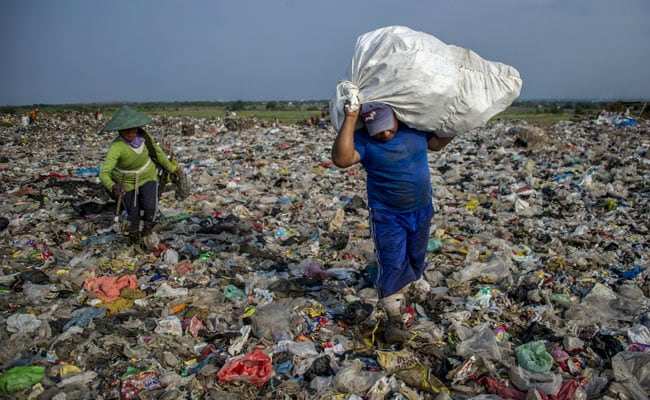 Nations Agree To 'Significantly' Cut Single-Use Plastics Over Next Decade