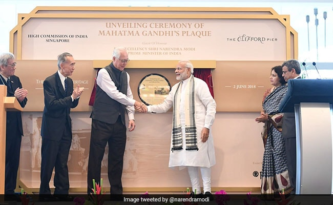 PM Modi Unveils Plaque At Singapore's Clifford Pier Paying Tribute to Mahatma Gandhi