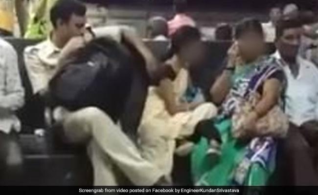 बहाने से महिला को छूने की कोशिश कर रहा था पुलिसवाला फिर हुआ कुछ ऐसा