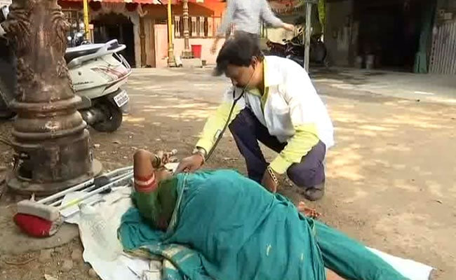 Pune's 'Doctor For Beggars' Treats His Patients On Streets, 6 Days A Week