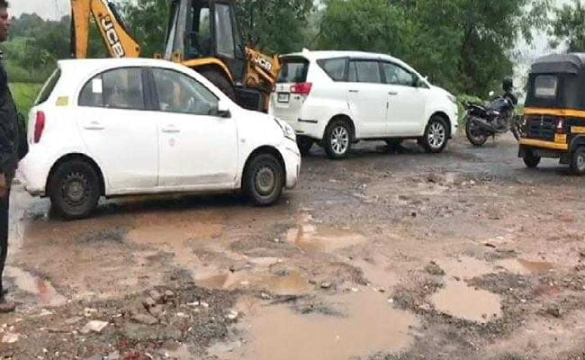Man In Thane Dies After Scooter Hits Pothole