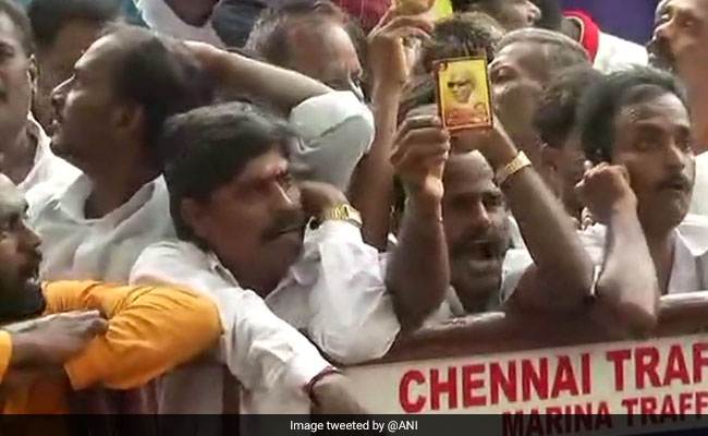 M Karunanidhi Critical, Huge Crowd Gathers Outside Chennai Hospital: Live Updates