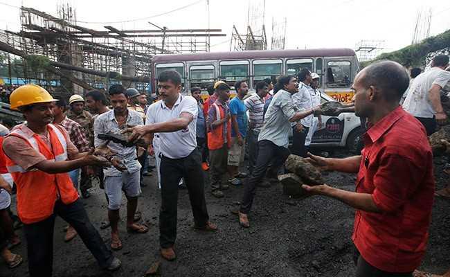 Majerhat bridge collapse:- মাঝেরহাট ব্রিজ ভেঙে পড়া নিয়ে চলছে একে অপরকে দোষারোপ