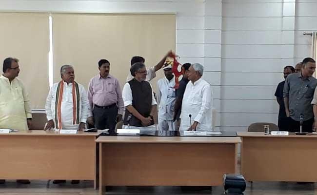 बिहार : CM नीतीश कुमार ने फिर उठाई विशेष दर्जे की मांग, सुशील मोदी ने किया बोलने से इनकार