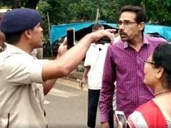 वीडियोः मध्य प्रदेश में जब कारों से हूटर हटवा रहे पुलिसवालों से भिड़ा शख्स, बोला-जानते नहीं, मैं मुख्यमंत्री का जीजा हूं