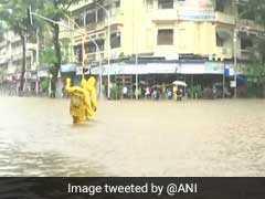 LIVE : भारी बारिश से आज भी थमी मुंबई की रफ्तार, कई ट्रेनें रद्द, रेलवे ट्रैक पर पानी ही पानी