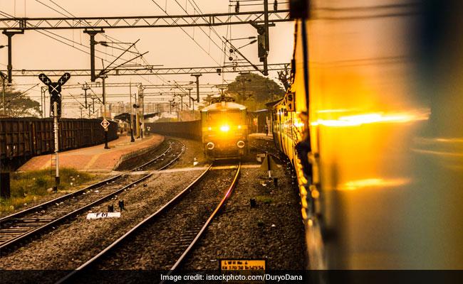 Railway Recruitment 2018: ग्रुप सी के उम्मीदवारों की सुविधा के लिए रेलवे ने शामिल की 2 और ट्रेनें, जानिए शेड्यूल