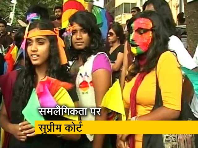 Videos : गे सेक्स अपराध या नहीं, संविधान पीठ में सुनवाई जारी