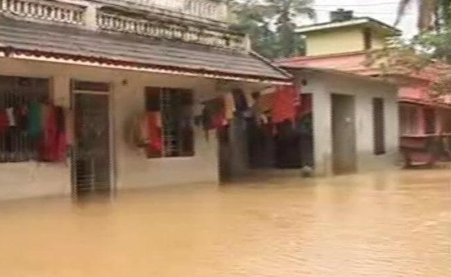 केरल में उतर रहा है बाढ़ का पानी, राहत और बचाव के बीच अब संक्रमण और बीमारियों से निपटने की चुनौती, 10 बातें