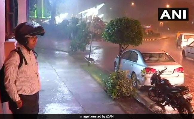 दिल्ली-NCR में बदला मौसम का मिजाज, झमाझम बारिश के बाद मिली गर्मी से राहत