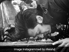 रितेश देशमुख ने शिवाजी की प्रतिमा संग शेयर की तस्वीर, विवाद होने पर मांगी माफी
