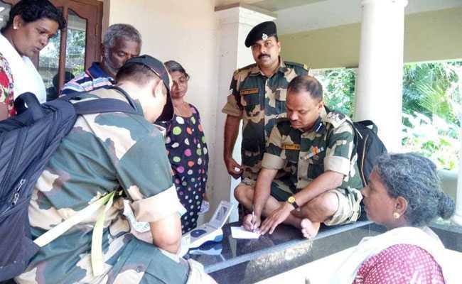 केरल में बाढ़ के बाद बीएसएफ चिकित्सक पीड़ितों के इलाज में जुटे