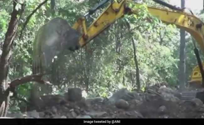 Police, Villagers Build Road In Chhattisgarh's Naxal-Affected Areas