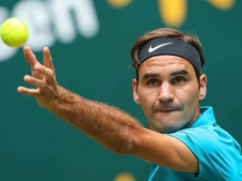 Roger Federer Breezes Past Aljaz Bedene At Halle