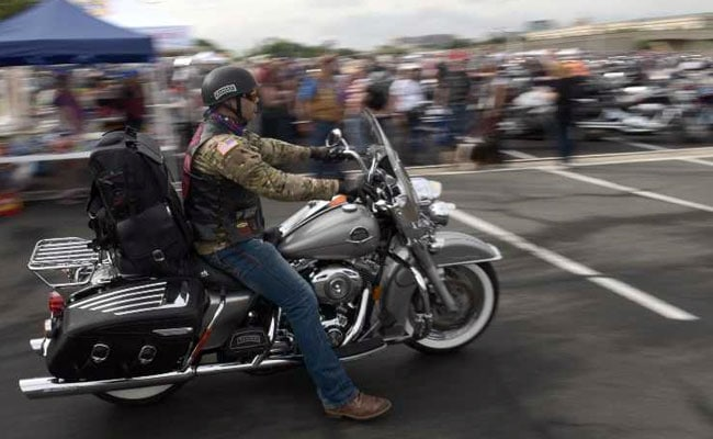 'Rolling Thunder' Parade By Bikers Honours Fallen US Soldiers