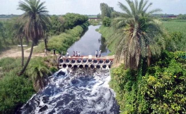 सुन ले सरकार, पुल है तैयार : जब गांव वालों ने ख़ुद ही बना दिया पुल...
