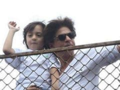 """Eid Mubarak,"" Shah Rukh Khan Wishes Fans Along With A Pic Of AbRam"