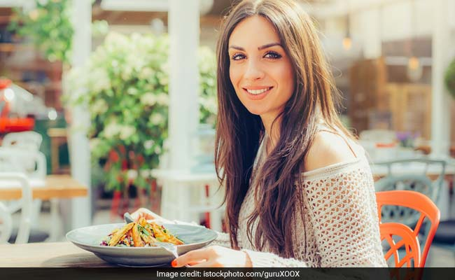 Want To Lose Fat Fast? Eat Dinner At 2 PM, Says This Weight Loss Fad Diet