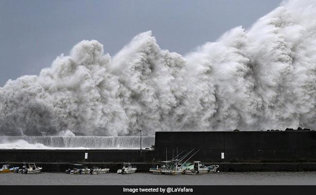 Typhoon Jebi का कहर: जापान में 25 साल का सबसे शक्तिशाली तूफान, देखें Video और Photos