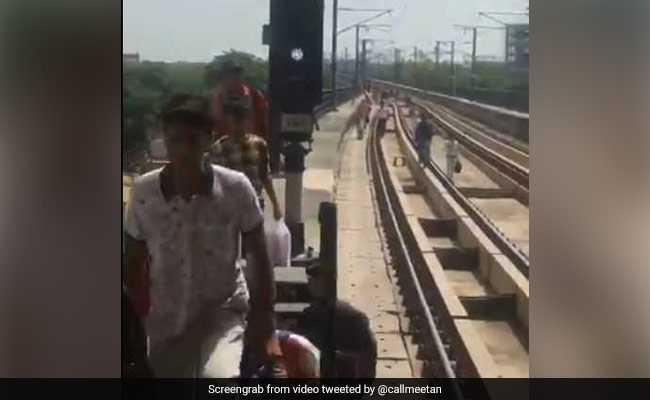Delhi Metro Services Stopped For Hours On Rakhi, People Walk On Tracks