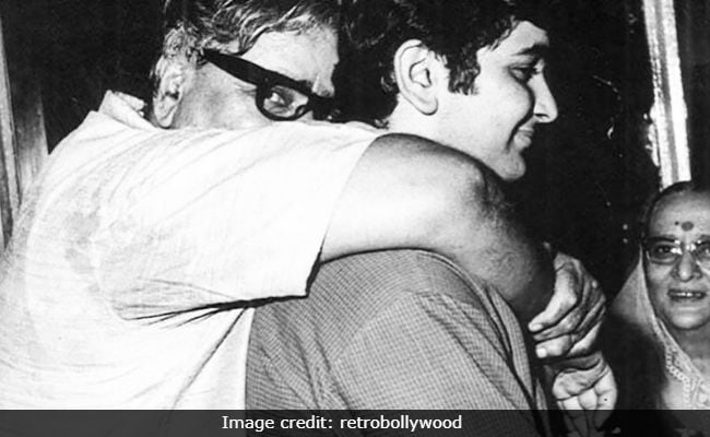 Rishi Kapoor's Throwback Pic Featuring Grandparents Prithviraj And Ramsarni Kapoor Is Pure Gold