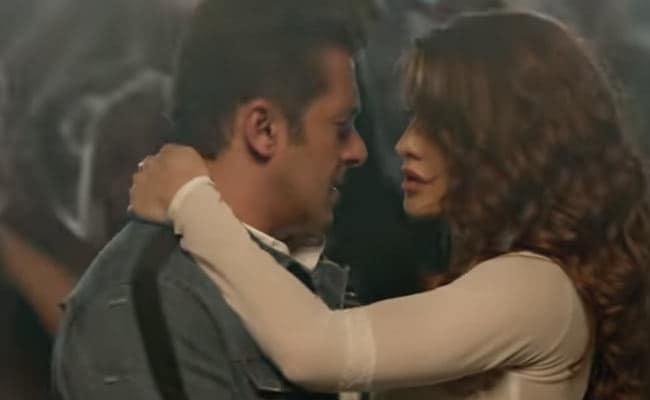 Salman Khan And Jacqueline Fernandez Take Race 3 Party To IPL Finale