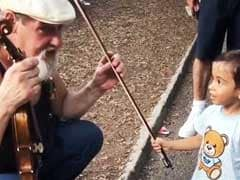 Video: सलमान खान के भांजे को चढ़ा म्यूजिक शौक, सड़क पर यूं बजाया वायलिन
