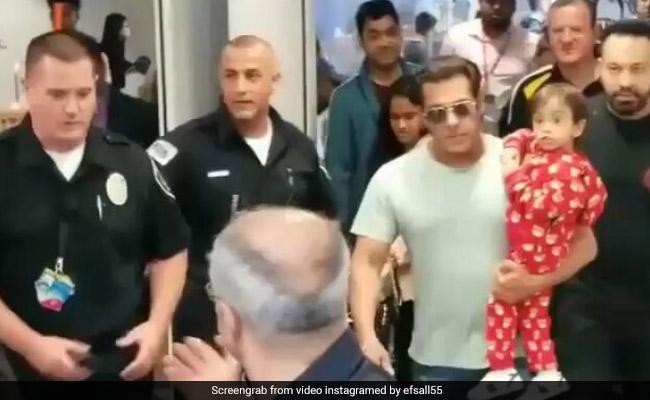 सलमान खान की गोद में मचले उनके भांजे, भारी भीड़ के बीच एयरपोर्ट पर कर डाली यह डिमांड