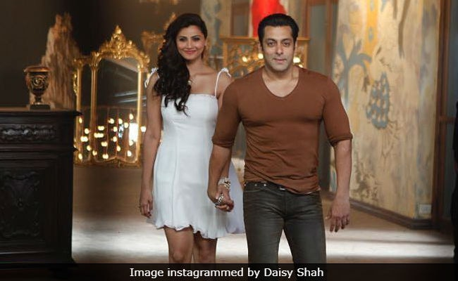 Salman Khan's Reaction To Daisy Shah's Race 3 Meme Will Make You ROFL