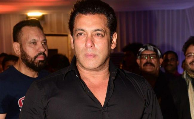 Salman Khan, Katrina Kaif And Team Race 3 At Baba Siddique's Star-Studded Iftaar Party. Pics Here
