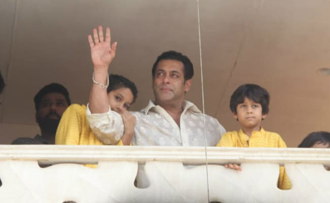 Eid 2018: Race 3's Salman Khan Waving At Fans Will Make Your Day. Pics Here