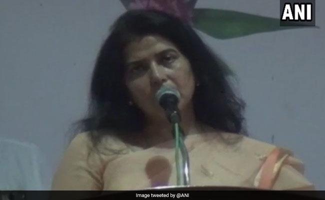 राज्यसभा सांसद और बीजेपी नेता सरोज पांडेय ने राहुल गांधी को कहा 'मंदबुद्धि'
