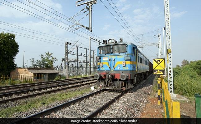 Railway Jobs 2018: 10वीं पास के लिए 3,553 पदों पर निकली वैकेंसी, ऐसे करें अप्लाई