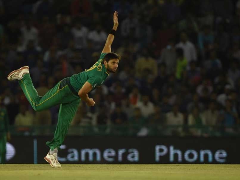 Shahid Afridi Mocks Rashid Khan After Latter Drops a Catch