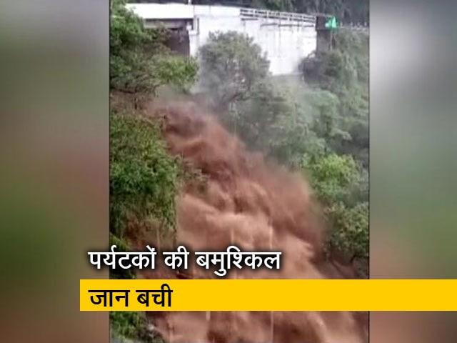 Videos : कैम्प्टी फॉल की भयानक तस्वीर, तेज बारिश से अचानक बढ़ा पानी